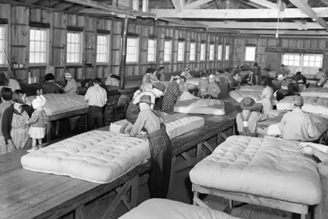 1904 yılında WW Corbett ve AN Scott tarafından ilk yatak fabrikası kuruldu.