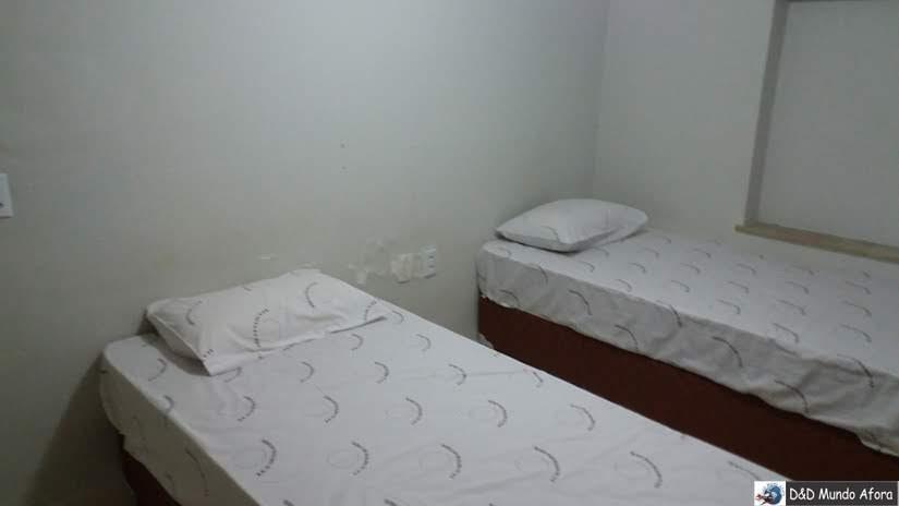 Esse foi o primeiro quarto - com duas camas de solteiro e sem ar-condicionado - Onde ficar em São Paulo - Review hotel Lua Nova
