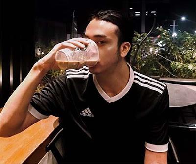 Dimas Andrean Minum Kopi