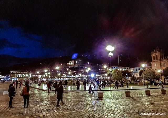 Praça de Armas de Cusco à noite