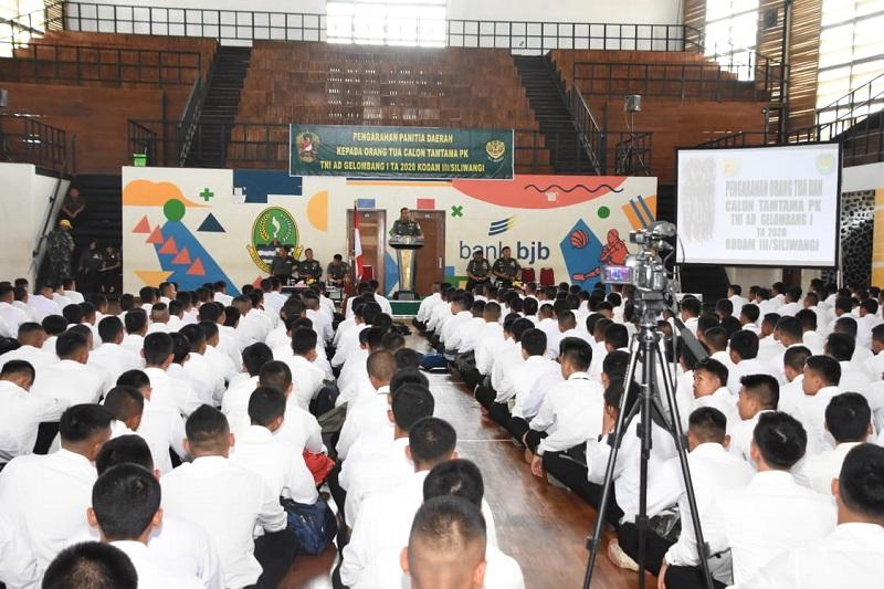 Aspers Kasdam III/ Siliwangi Beri Pengarahan Kepada Orang Tua /Wali dan Calon Peserta Seleksi Tamtama PK TNI AD Tahun 2020
