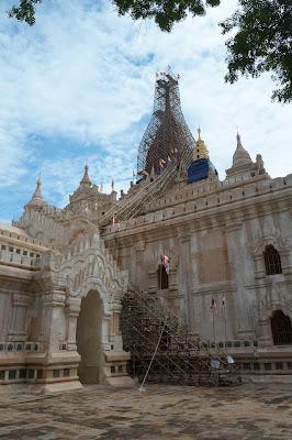 Candi Ananda di Kota Tua Bagan