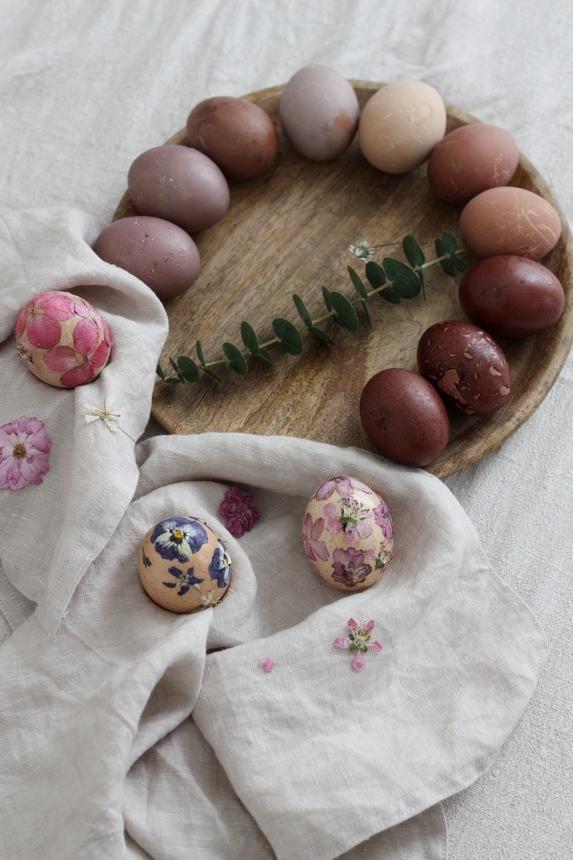 декупаж върху боядисани яйца, декупаж великден, декупаж върху яйца с цветя