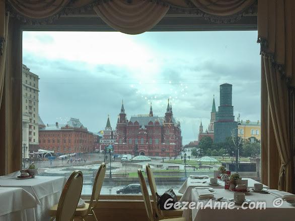 konaklamış olduğumuz Hotel National'ın Kremlin sarayını gören kahvaltı salonu, Moskova