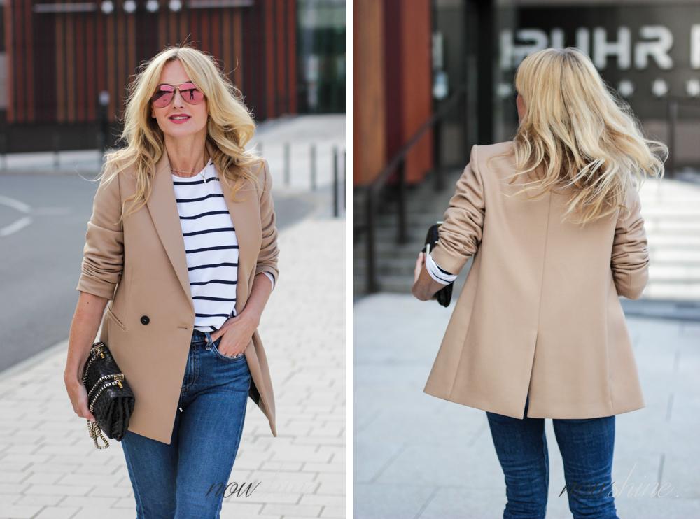 Nowshine zeigt einen Blazer x Streifenhirt x Jeans x Kitten Heels Look Fashion über 40