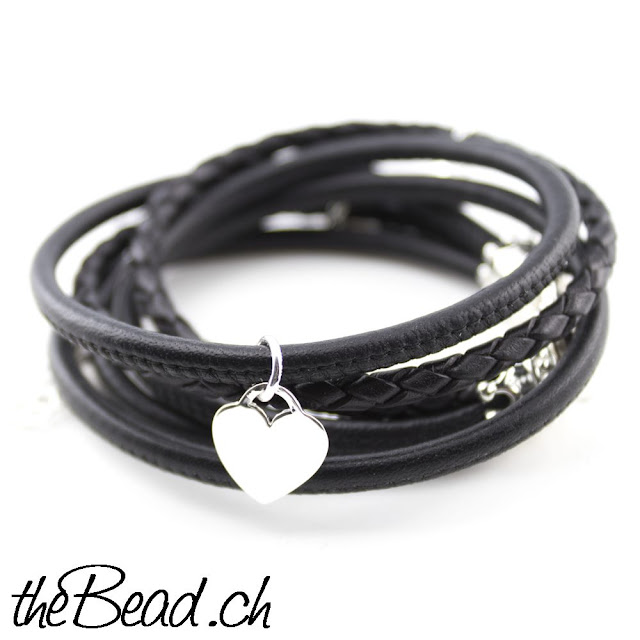 https://www.thebead.ch/product_info.php?info=p2736_silber-kroenchen-lederarmband-mit-3-anhaengern.html