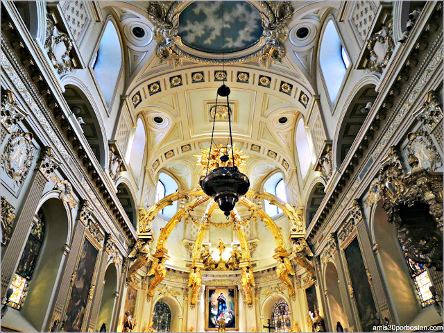 Lámpara del Altar de la Basílica Catedral de Notre-Dame en Quebec