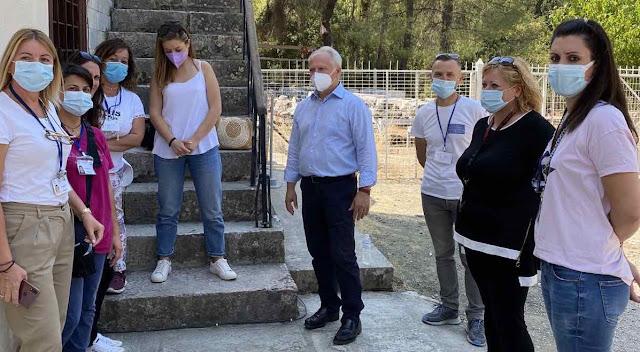 Συνάντηση Ανδριανού με συμβασιούχους φύλαξης και καθαριότητας στον αρχαιολογικό χώρο της Επιδαύρου