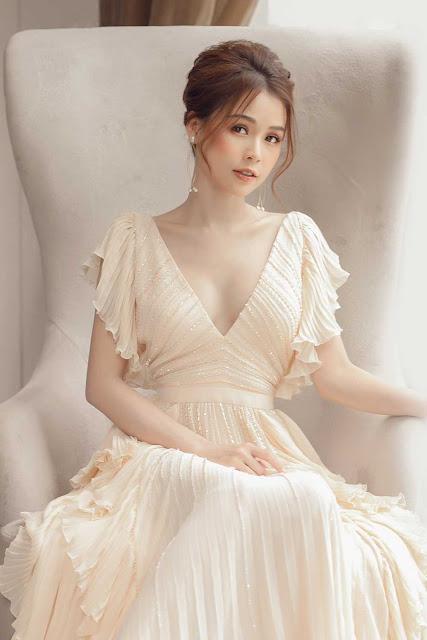 Hiếm khi diện áo xẻ ngực sâu, Sam hóa nữ thần bước ra từ thần thoại Hy Lạp với bộ váy táo bạo nàyHiếm khi diện áo xẻ ngực sâu, Sam hóa nữ thần bước ra từ thần thoại Hy Lạp với bộ váy táo bạo này