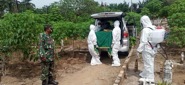 Pengamanan Pemakaman Warga Terkonfirmasi Covid-19 Dilakukan Personel Jajaran Kodim 0208/Asahan