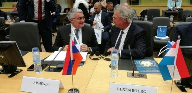 """Cancillería armenia alerta sobre los """"crímenes estilo ISIS"""" de Azerbaiyán"""