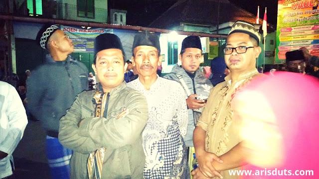 Perjalanan Ziarah, Malam 1 Sura di Makam Kyai Raden Santri Gunung Pring