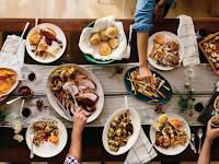 Cara Mudah Membersihkan Meja Makan dari Noda Membandel