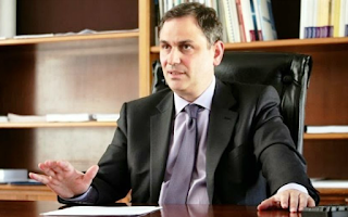 «Πιο σημαντική από ποτέ προβάλλει η αναγκαιότητα το πολιτικό δυναμικό της χώρας να δώσει απαντήσεις στις αγωνίες και τους προβληματισμούς των πολιτών, προκειμένου να μην κυριαρχήσει η αντίληψη ότι αυτό ευθύνεται για τα προβλήματα της Ελλάδας και να μην γίνουν λύση στα αδιέξοδα οι εξωθεσμικές επιλογές».