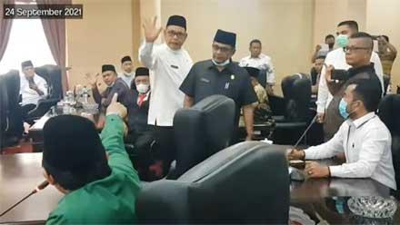 Viral Saling Tunjuk DPRD Kabupaten Solok