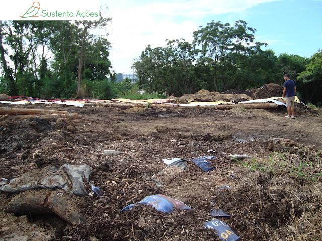 Pátio de compostagem com leiras