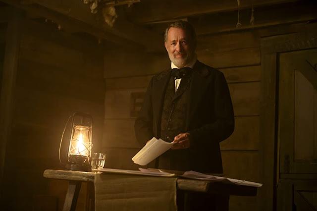 Tom Hanks como el capitán Kidd. Fotograma de Universal Pictures.