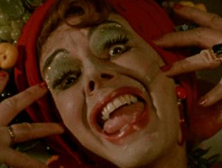 the sinful dwarf, la mère alcoolique d'olaf le nain, dwarfsploitation, Dvaergen, Satanika orgia