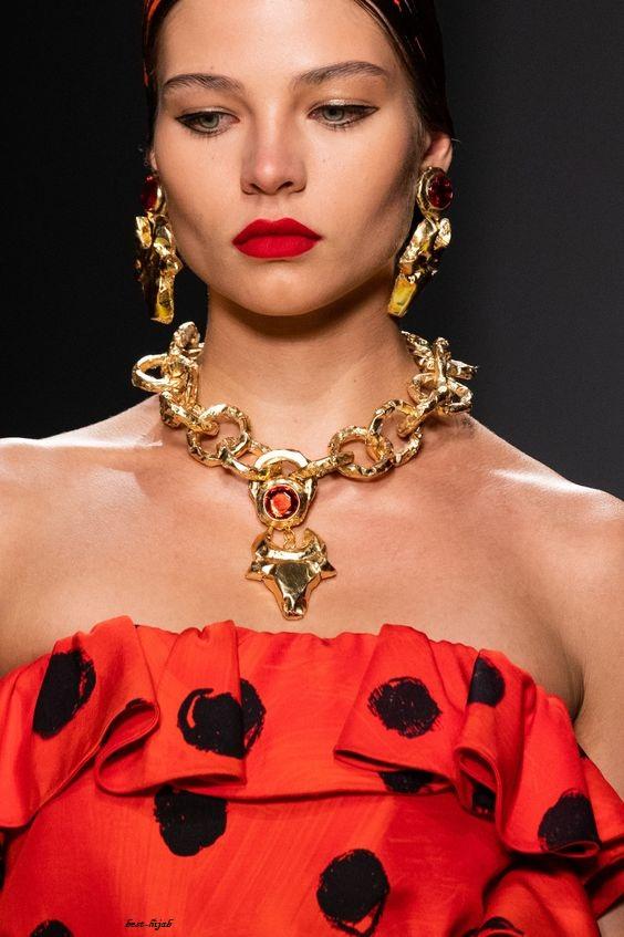 المجوهرات التي سترتديها مع ملابسك لعام 2020