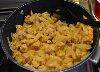 gulasz z kurczaka z ananasem