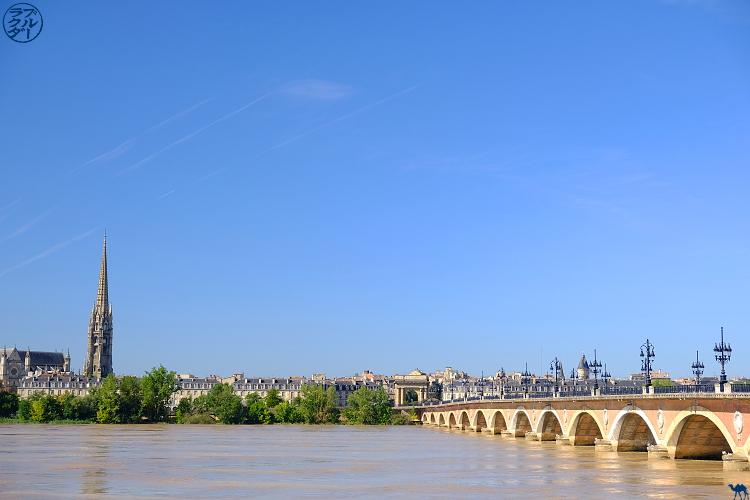 Le Chameau Bleu- blog voyage Canal des deux Mers -Pont de Pierre Bordeaux
