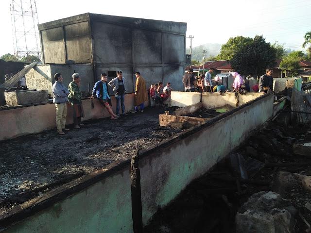 8 Unit Rumah Hangus Di Lahap Api di Kampung Semelit Kecamatan Silih Nara Kabupaten Aceh Tengah