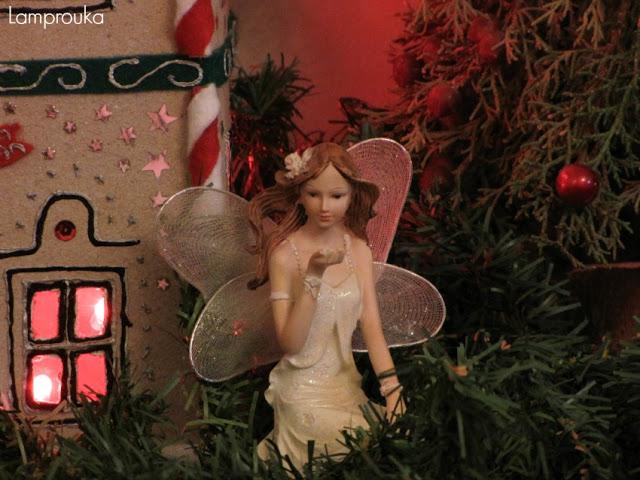 Χριστουγεννιάτικη διακόσμηση με νεράιδες.