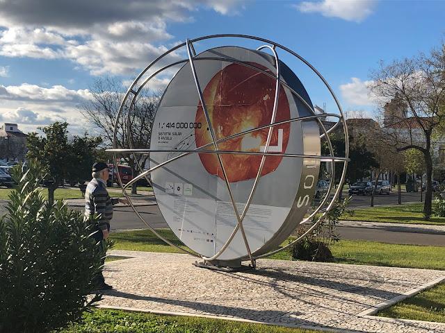 El Sol, en la puerta del Centro de Ciência Viva