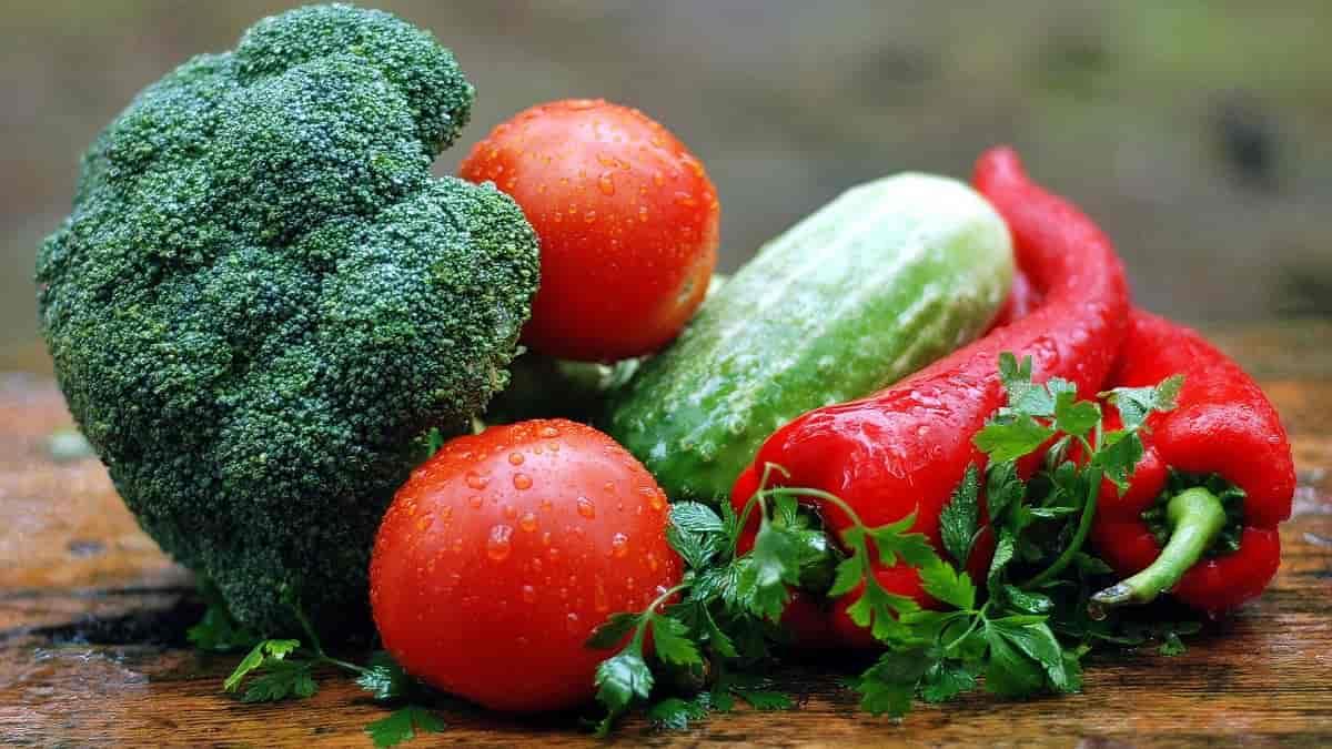 benefícios para a saúde trazidos pelas verduras verde-escuras