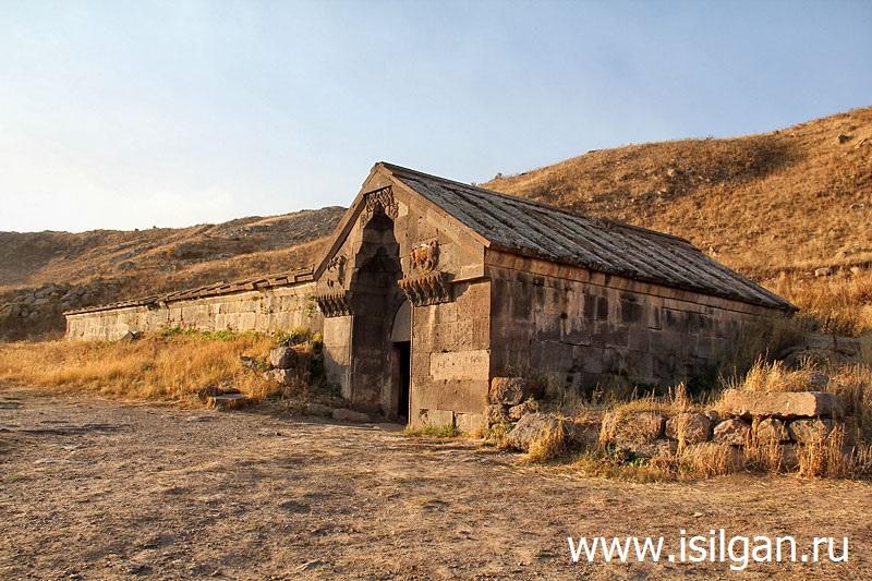Selimskij-karavan-saraj-Armenija