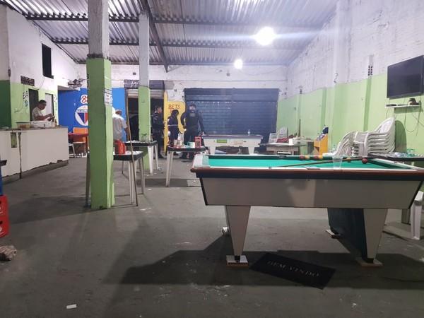 Cliente de bar reage a assalto, mata suspeito e fere outro no Bairro Messejana, em Fortaleza