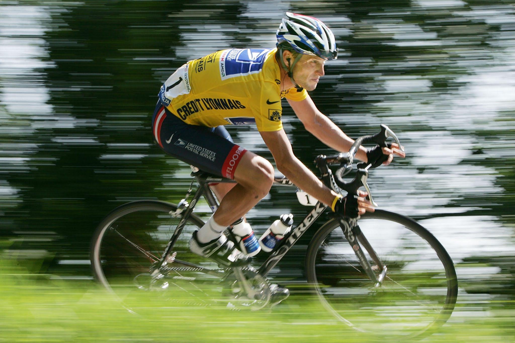 Escándalo mundial: el ciclista Lance Armstrong fue acusado de usar un motor en su bicicleta y un polémico video lo dejaría en evidencia