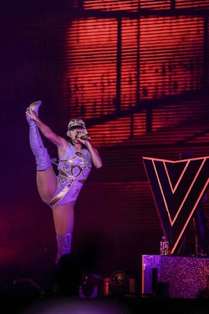 Katy Perry shows elasticity in show of São Paulo