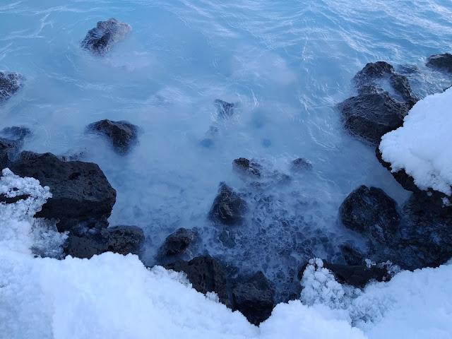 dlaczego woda w Blue Lagoon jest biała