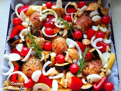 Pieczone kefirowe udka z warzywami