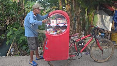 Penjual keliling roti Swanish