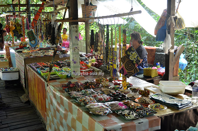 Iban traders selling souvenirs