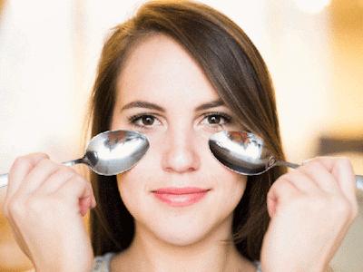 Cara Menghilangkan Kantung Mata (Mata Panda) Secara Alami dengan sendok