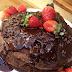 Receita de torre de panquecas fit de chocolate com morango