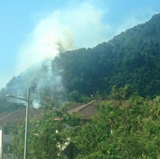 Gambar Bukit Batu Caves Terbakar