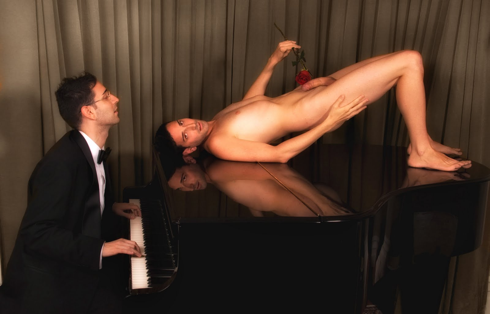 H2H-Images It Is Exciting To Find A Good Pianist-8361