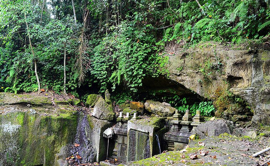 Objek Wisata Candi Tebing Tinggallinggah Di Gianyar Bali