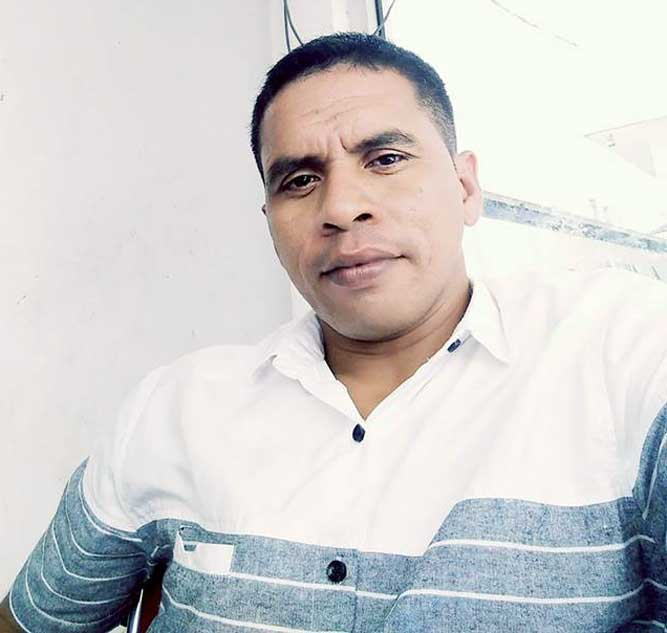 "Ambon, Malukupost.com - Gempa tektonik yang terjadi selama dua kali berturut-turut di perairan laut Pulau Buru tidak membuat warga di Kota Namlea dan sekitarnya menjadi panik.    ""Saya memang masih berada di Kota Ambon, tetapi saat berkomunikasi dengan keluarga di Namlea, mereka sangat tenang dan tidak terpengaruh dengan guncangan gempa bumi,"" kata salah satu warga, Buce Pattikawa di Ambon, Selasa (27/2).    Menurut dia, dalam percakapan telepon dengan pihak keluarganya juga tidak menyinggung adanya gempa bumi yang dilaporkan BMKG berkekuatan 6,0 SR pada Senin (26/2) sekitar pukul 22.34.54 WIT maupun yang terjadi pada Selasa berkekuatan 5,0 SR dengan kedalaman 10 kilometer (km) pada lokasi 2,64 LS dan 126,78 BT."