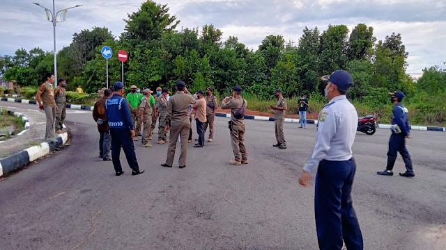 Satpol PP Larang Aliansi Pejuang Marwah Kota Tanjungpinang Pasang Tenda di Depan Rumah Dinas Walikota Tanjungpinang