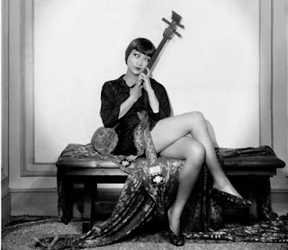Anna May Wong seated Piccadilly 1929 movieloversreviews.filminspector.com