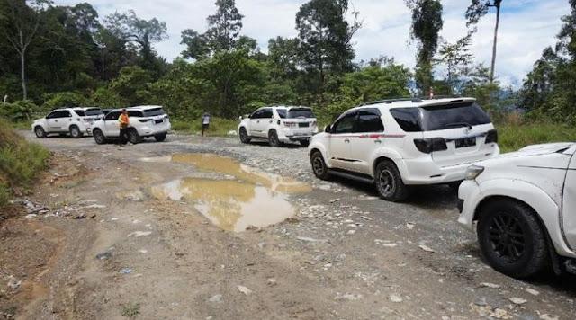 Gila, Mobil Mahal Merek Fortuner Dijadikan Angkot di Papua