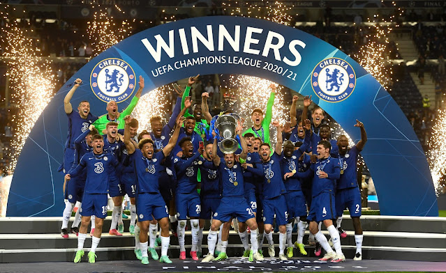 Chelsea players lifting the 2021 UEFA Champions League trophy