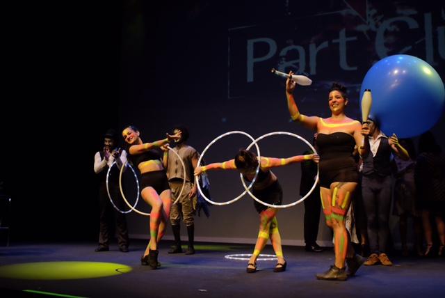 Apresentação artística de Humor e Circo produtora entre premiações durante o evento da Part Club em São Paulo.