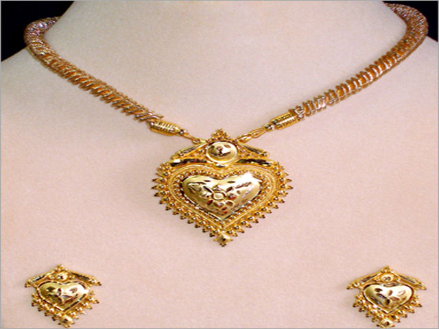 gold necklaces for women