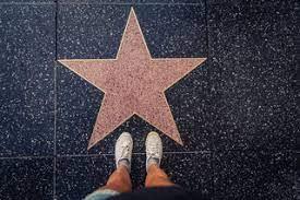 لماذا يحلم الكثير من البشر بالشهرة والنجومية ؟
